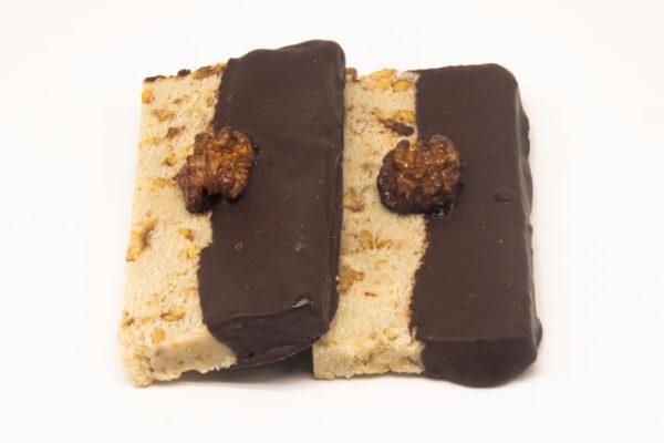 Turron de nata con nueces caramelizadas y chocolate