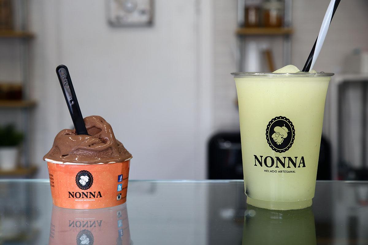Nonna Helado Artesanal granizada y helado de chocolate